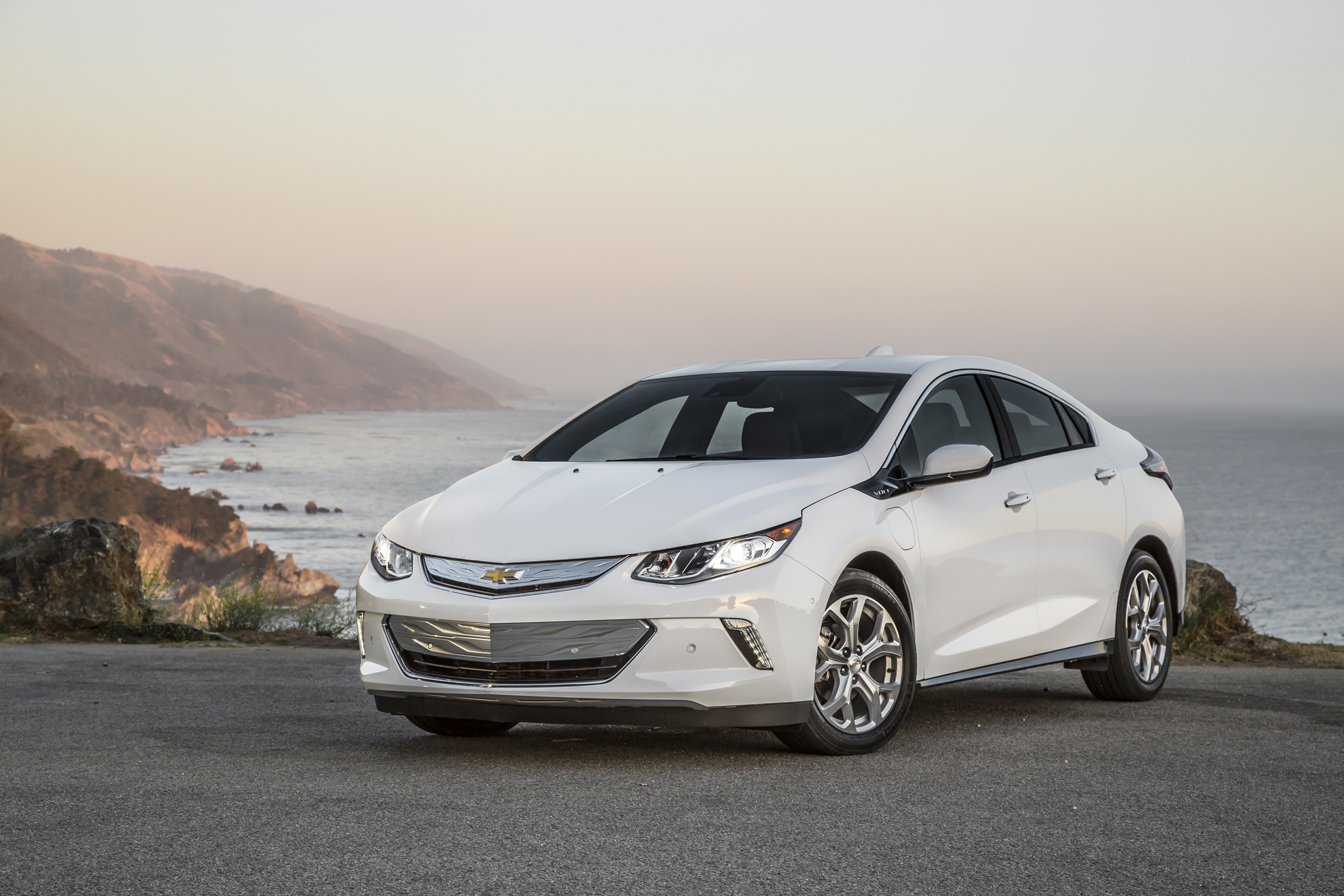 View Larger Image 2016 White Chevrolet Volt